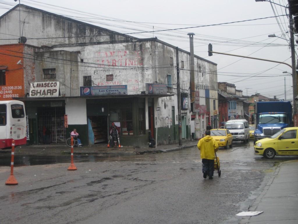 Eine etwas heruntergekommenere Ecke Bogotás. Am Eingang zu einem der als etwas unsicher geltenden Viertel der riesen Stadt