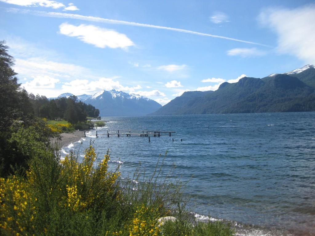 In der argentinischen Seenregion, nicht sehr weit zur Grenze mit Chile, das auch eine Seenregion besitzt