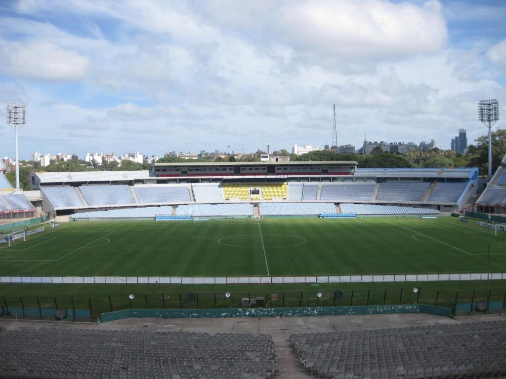 In diesem Stadion (Estadio Bicentenario) in Montevideo wurde 1930 der erste Fußballweltmeister gekürt, bekanntermaßen der Gastgeber Uruguay