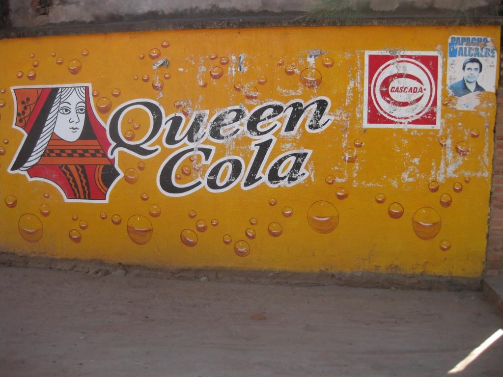 Werbung auf Mauern gemalt, sieht man in Bolivien oft