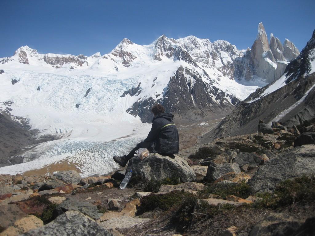 Oberhalb der Laguna Torre. Im Hintergrund der Cerro Torre und ein Gletscher
