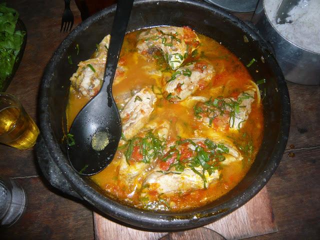 Moqueca de Peixe. Ein Fischeintopf typisch für den Nordosten Brasiliens. Den kocht man uns in unserer Unterkunft in Itaúnas