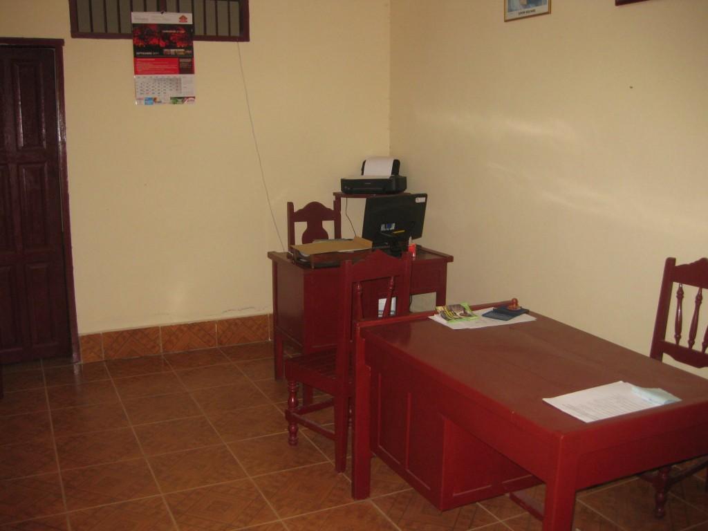 Im Büro der örtlichen Polizei von Rurrenabaque, im bolivianischen Tiefland, gab ich den Verlust meines Rucksacks durch die Busfirma zu Protokoll. Rurrenabaque ist eine kleine Stadt, ob da am Ende auch Vetterleswirtschaft und/oder Korruption im Spiel war, kann ich nicht sagen. Den Rucksack samt Inhalt sah ich jedenfalls nie mehr