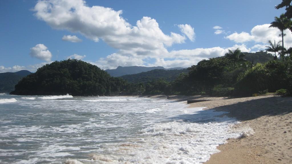 Der schöne Strand Praia do Lázaro, bei Ubatuba, nicht weit von São Paulo in Brasilien