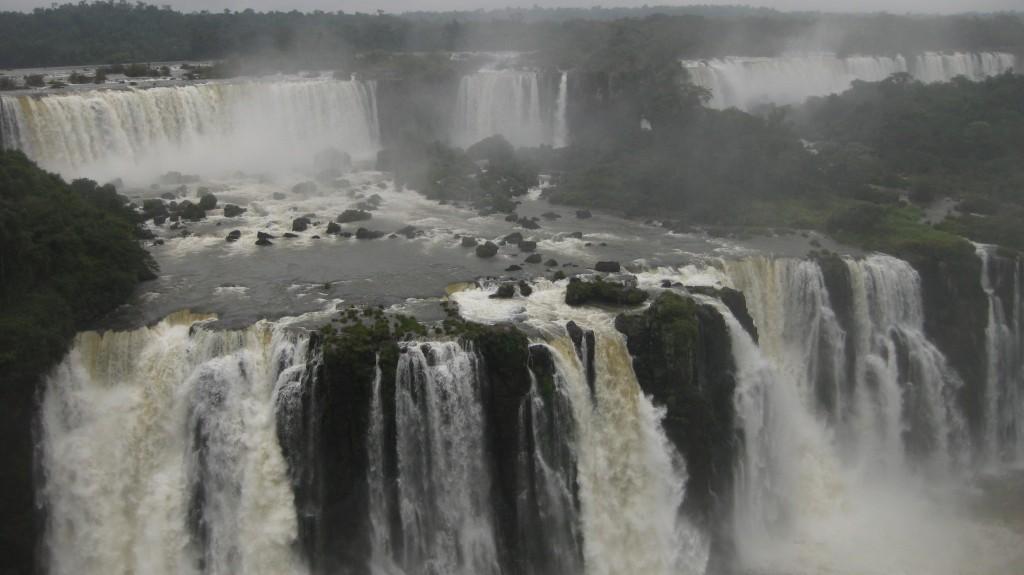 Die bekannten und beliebten Iguazú-Wasserfälle an der brasilianisch-argentinischen Grenze