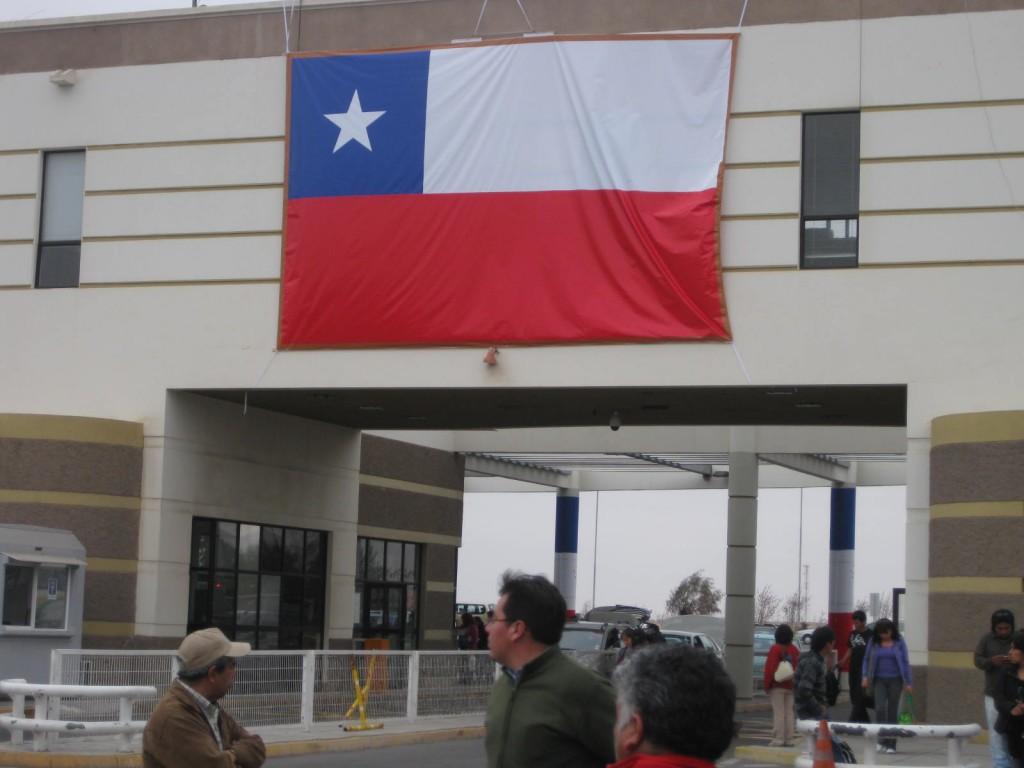 Einer der einfacheren Grenzübergänge in Südamerika, zwischen den Städten Tacna (Peru) und Arica (Chile)