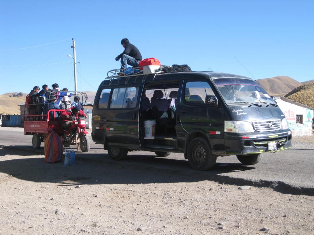 Kreuzung in Rumichaca, Peru. In Huancavelica war ich um 4 Uhr morgens gestartet und hier nahm ich dann den nächsten Bus: nach Ayacucho