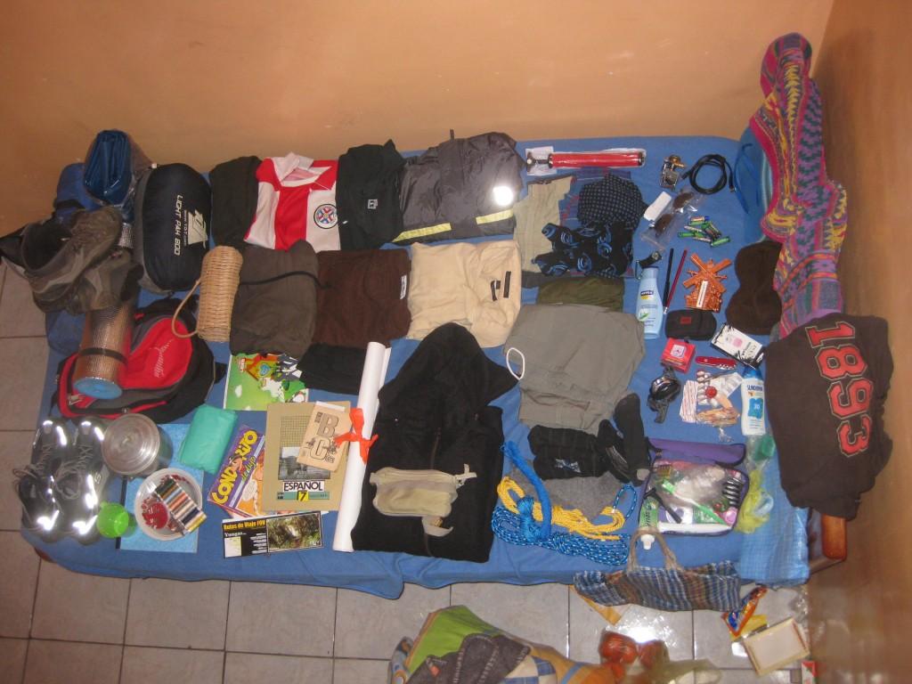 Für mich als Backpacker bedeutete der Verlust des Rucksacks durch die bolivianische Busfirma zwar der Verlust meines Hab und Guts. Jedoch konnte ich mir wieder Ersatz besorgen: Auf dem Foto meine neue Packliste