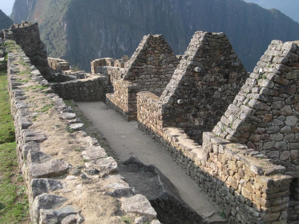 Dächer der Häuser und Gebäude von Machu Picchu