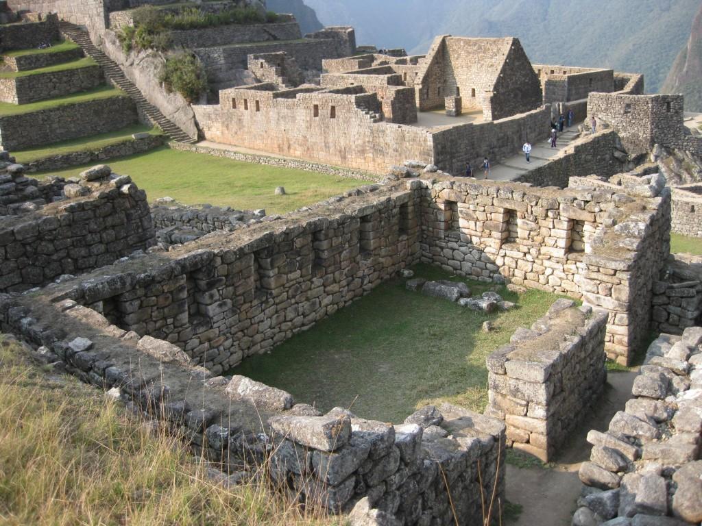 Verschiedene Gebäude im Zentrum Machu Picchus