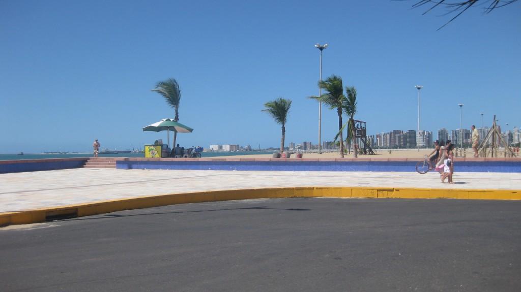 Der Calçadão an der Praia de Iracema. An einem Sonntag Nachmittag ist nicht viel los. Abends beginnt der Trubel.