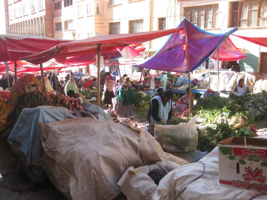 Obst- und Gemüsemarkt au den Straßen von La Paz