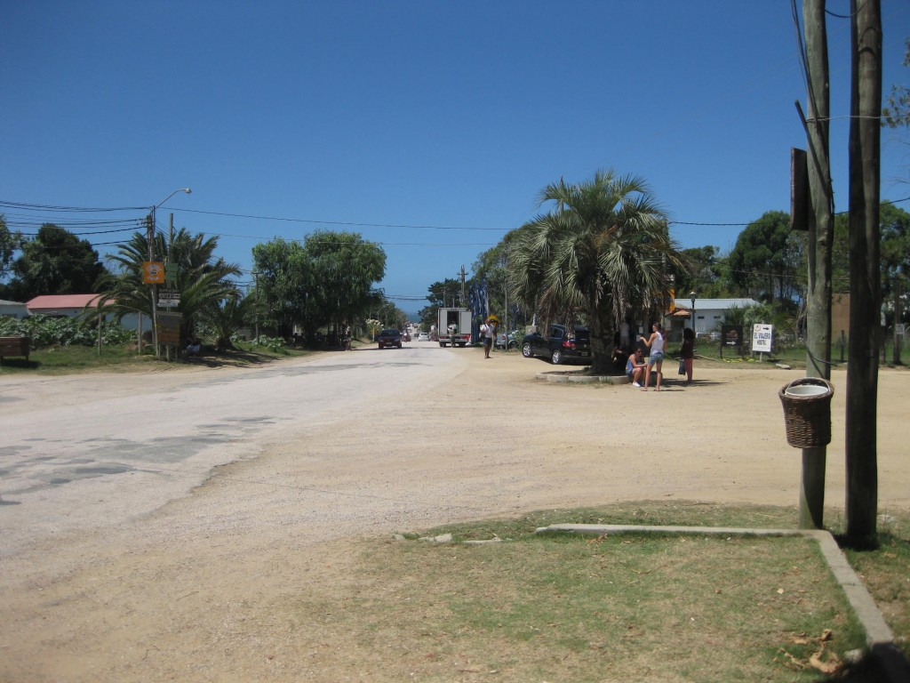 Die zentrale Kreuzung im Dorf. Ist auch gleichzeitig die Bushaltestelle