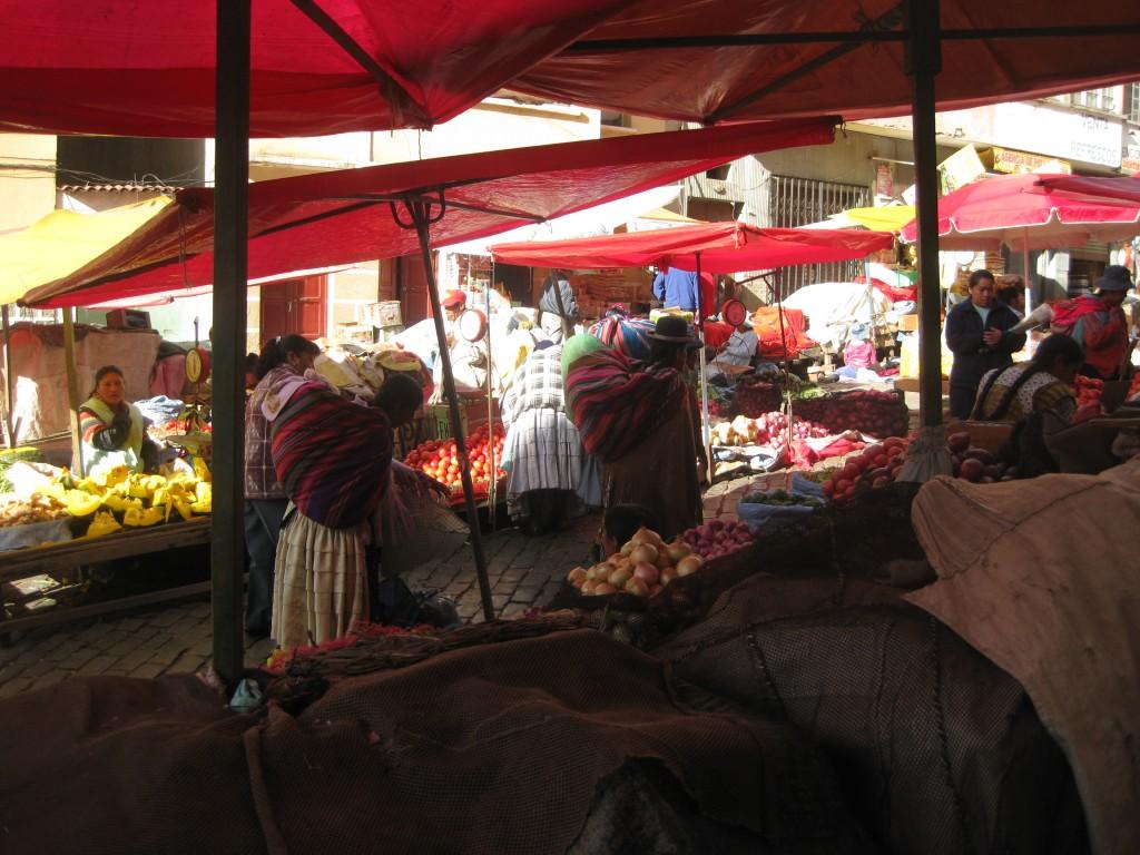 Obst- und Gemüsemarkt - Straßenmarkt La Paz - Bolivien
