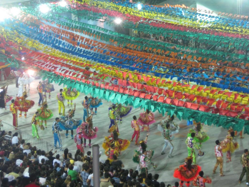 Formationstanz bei den Festas Juninas, aufgeführt im Dragão do Mar