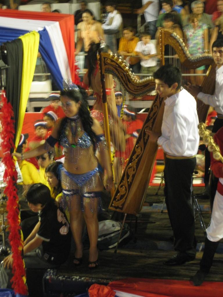 Die Harfe spielt in der traditionellen paraguayischen (Volks-)Musik eine sehr große Rolle
