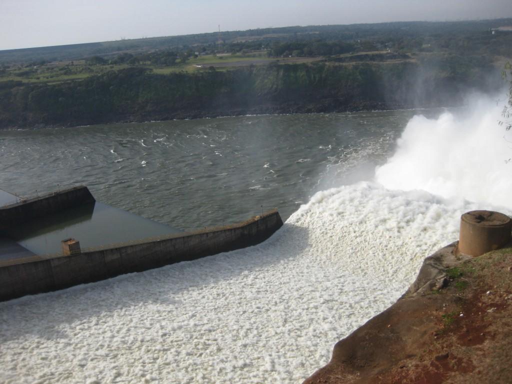 Ciudad del Este Paraguay - Backpacking - Itaipú Wasserkraftwerk (3)
