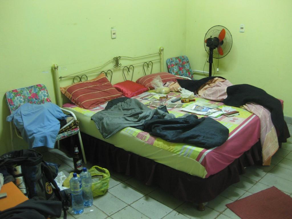 Mein großzügiges Zimmer in Ciudad del Este mit Fernseher mit ungewöhnlich vielen Kanälen