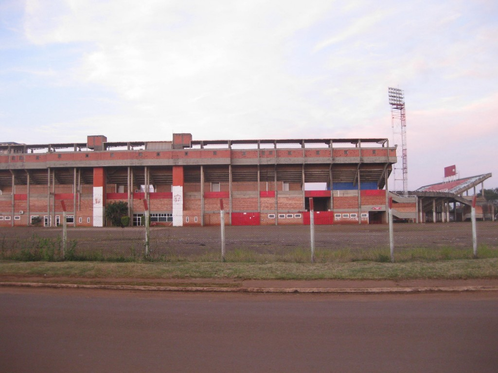 Zufällig noch das Fussball-Stadion von Ciudad del Este gesehen.