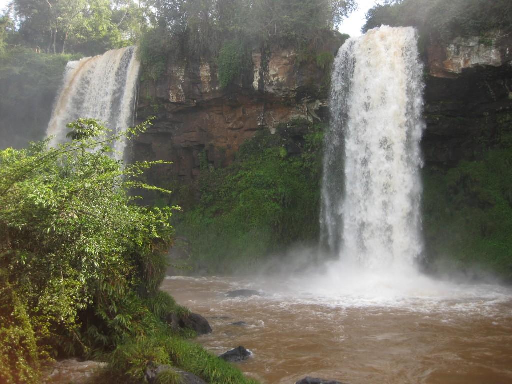 Kleinere, treppenförmig angeordnete Wasserfälle