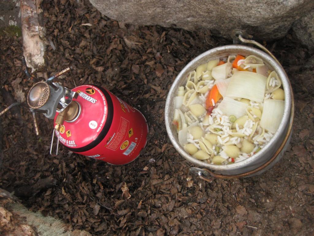 Menu des Tages, gekocht auf meinem einfachen Campingkocher, im Nationalpark Torres del Paine in Chile