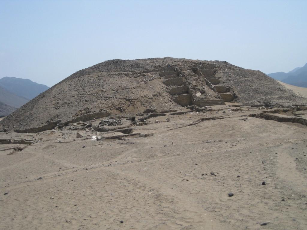 Piramide central, die zentrale Pyramide