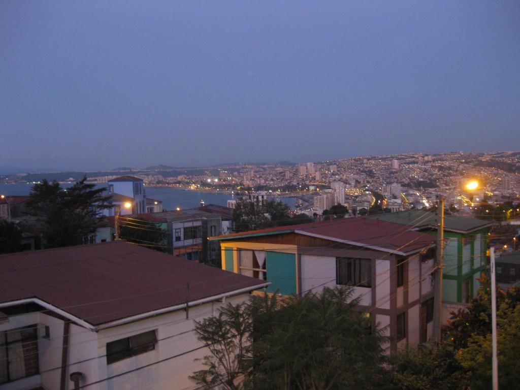 Blick von der Terrasse der Casa Kreyenberg über die Bucht von Valparaíso