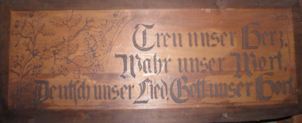 Die alte Holztafel aus dem Keller des Casa Kreyenberg