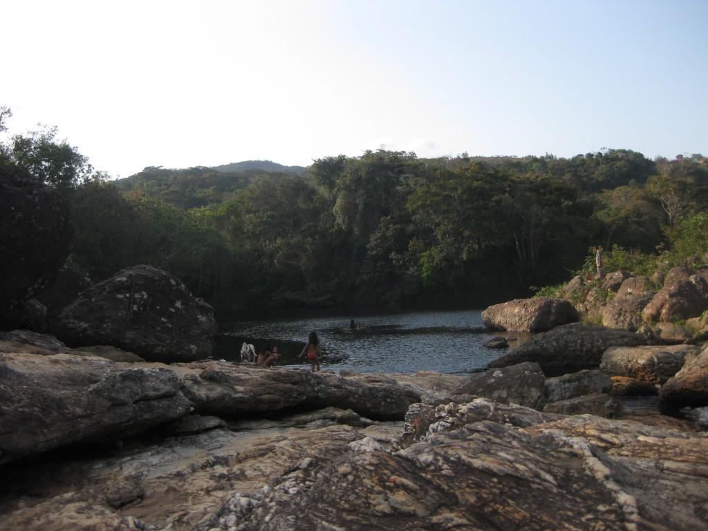 Baden im Fluss gleich in der Nähe des Dorfes Tabuleiro
