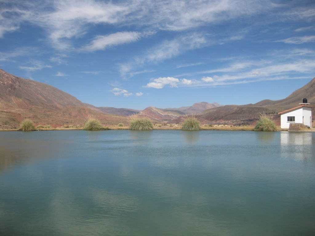 Wenn das mal kein Ausblick ist. Die Vulkan-Lagune Ojo del Inca nahe Potosí