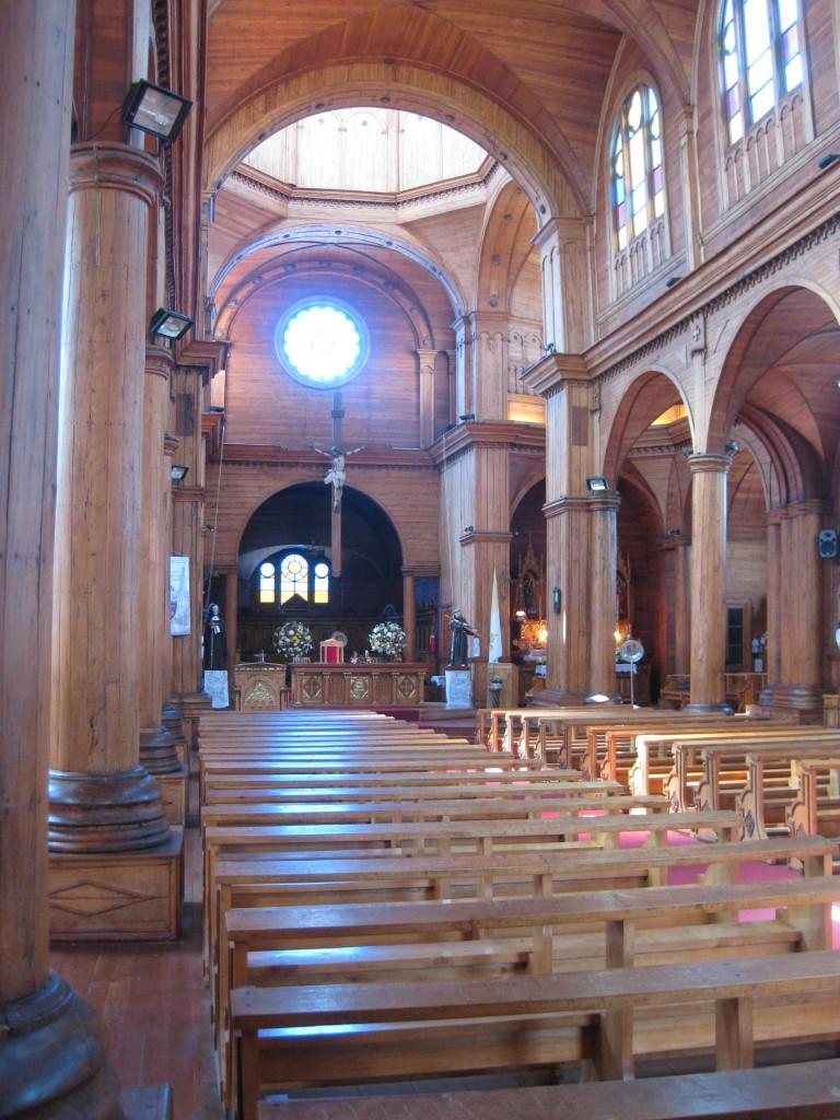 Das Innenleben der Holzkirche von Castro