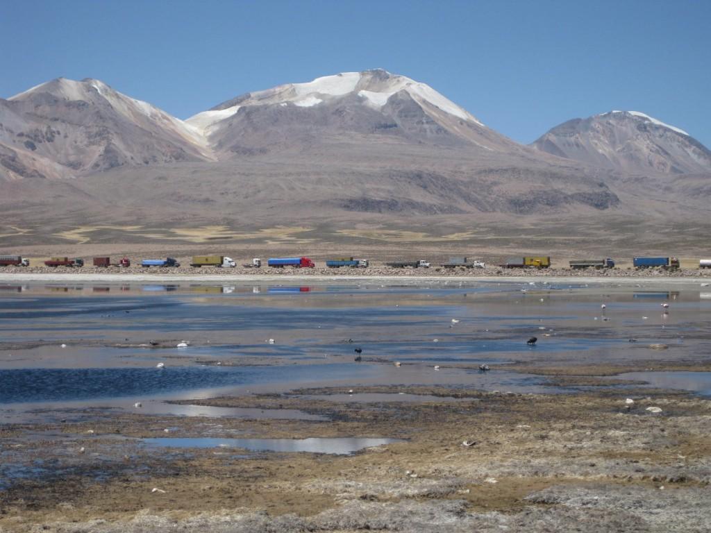 LKW-Schlange an der chilenisch-bolivianischen Grenze