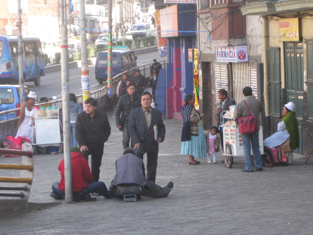 La Paz erwacht: Morgendliche Szene an der Avenida Ismael Montes