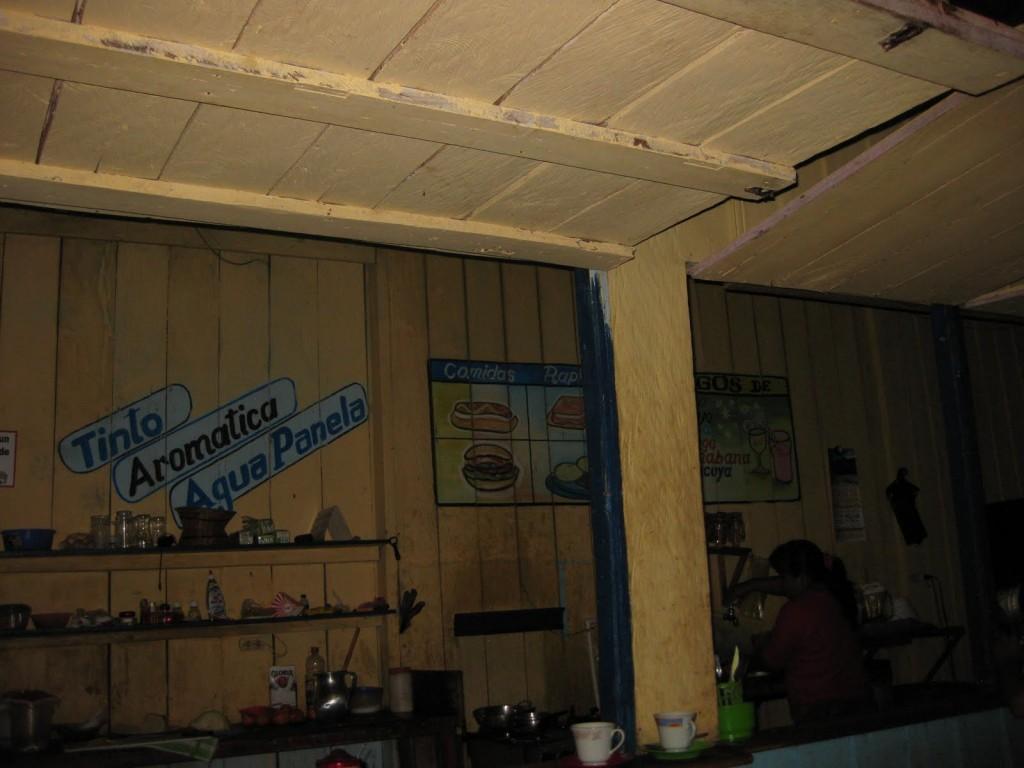 In dieser Dorfbar/Dorfrestaurant in Puerto Nariño im kolumbianischen Amazonasgebiet gab es auch einen Billardtisch