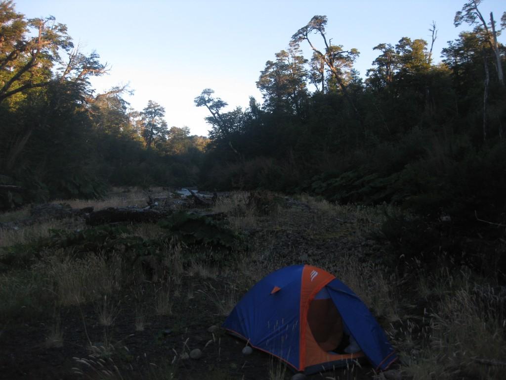 ...dafür campte ich nördlich von Villa Santa Lucía an diesem herrlichen Ort am Fluss. Herrlich, wie der Tag erwacht...