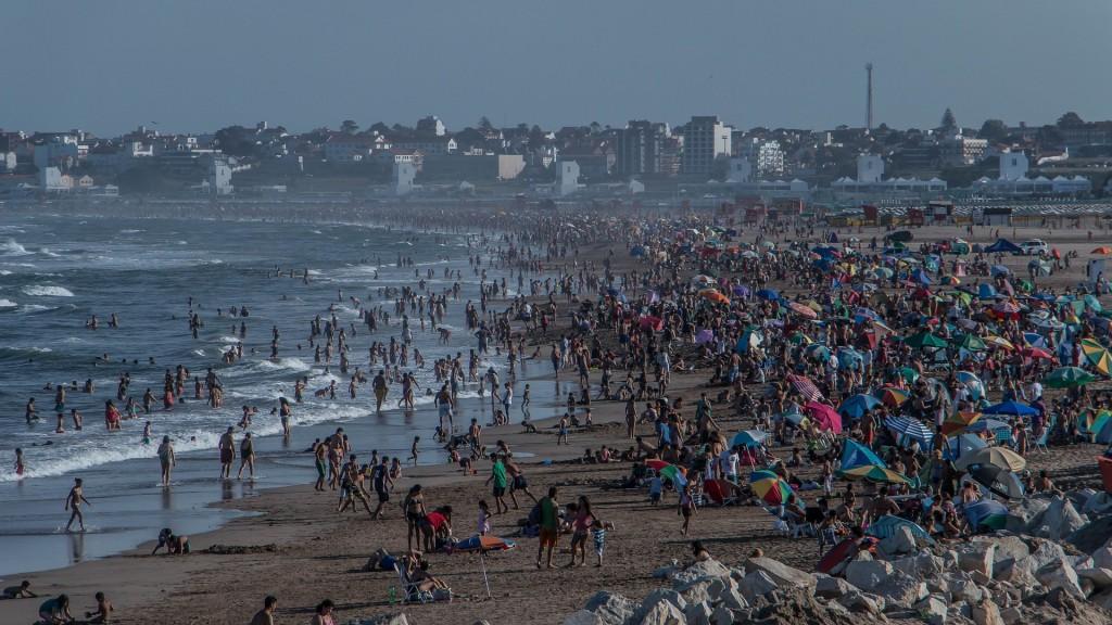 """Strandurlaub in Argentinien: Punta Mogotes in der Nähe von Mar del Plata. Wer denkt, das sei ein überfüllter Strand, der schaue sich mal im Internet unter dem Stichwort """"Mar del Plata playas"""" um"""