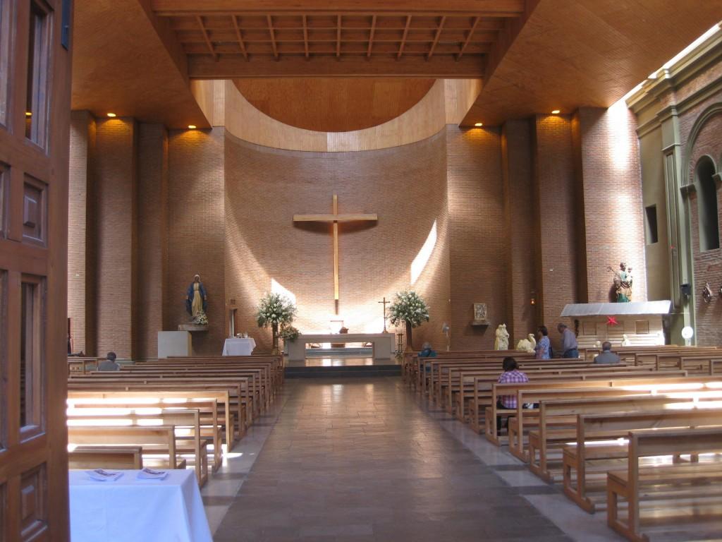 In dieser Kirche in Curicó Chile erlebten wir 2010 den Weihnachtsgottesdienst am Heiligabend. Schöne südamerikanische Frauen mit kleinem Schwarzen inklusive (Südhalbkugel-Sommer)