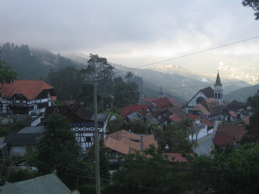 Die Colonia Tovar liegt eingebettet in Bergwelt und Regenwald. Wanderungen und andere Ausflüge in die Natur bieten sich also an.