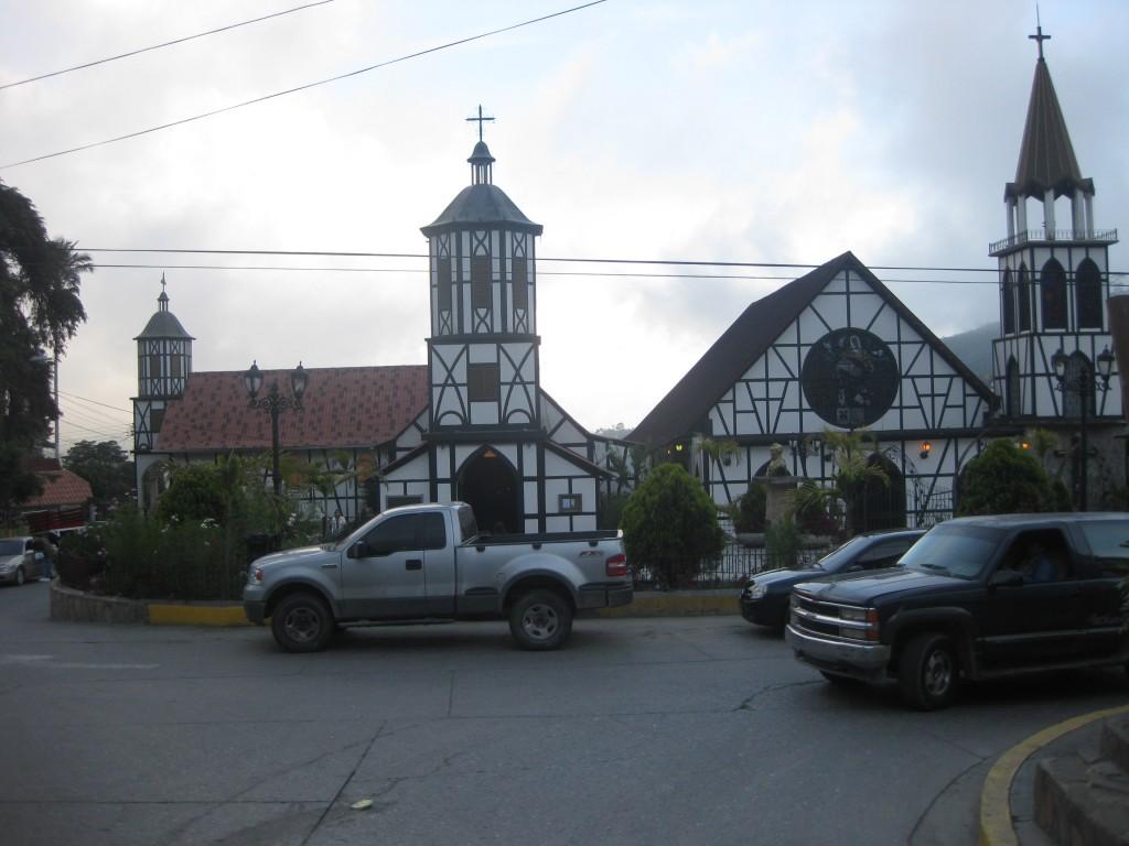 Die Kirchen von Colonia Tovar in Fachwerkarchitektur