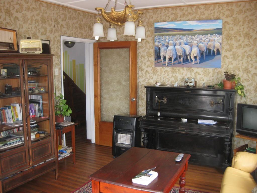 Das hübsche Wohnzimmer im Hostel Casa Kreyenberg in Valparaíso, Chile