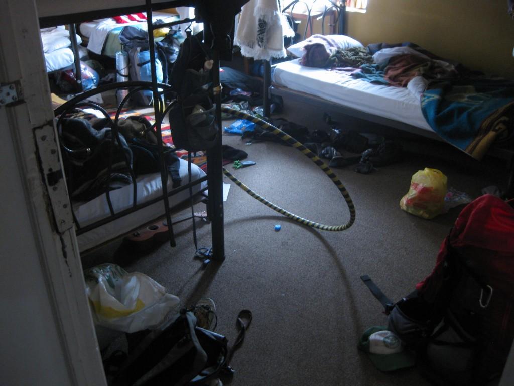 Das unaufgeräumteste Mehrbettzimmer, in dem ich auf der gesamten Reise unterkam: Im Hostel in Quito, Ecuador.