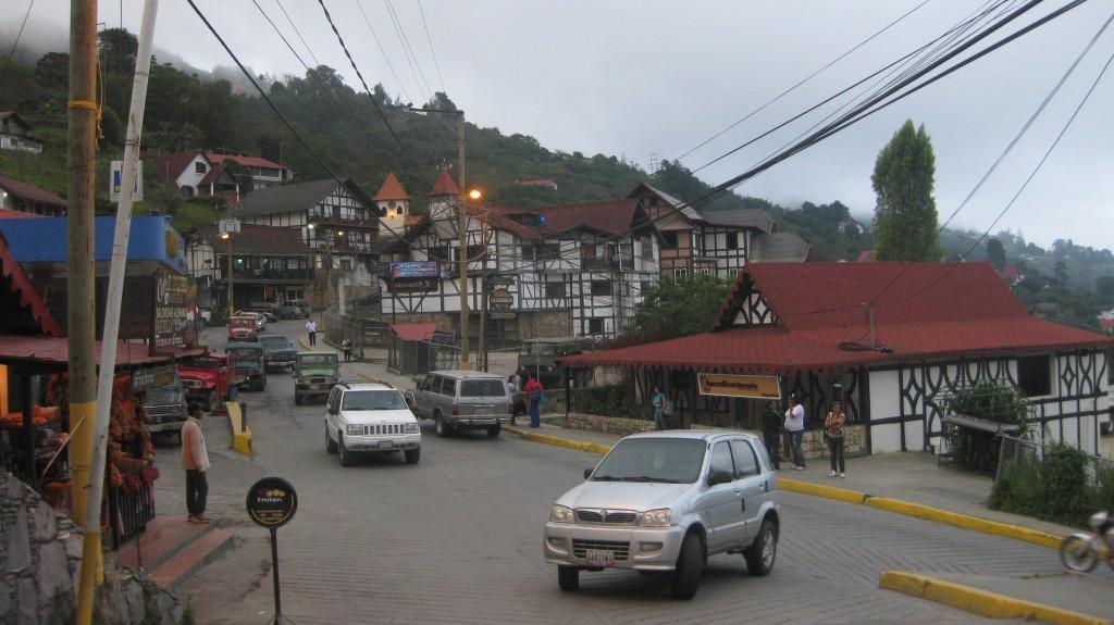 Straßentreiben in Colonia Tovar eher typisch südamerikanisch