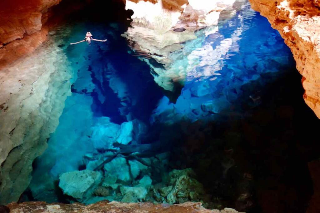 Chapada Diamantina in der Nähe von Lençois, Bundesstaat Bahia, Brasilien: Die Lagune Poço Azul hat es Peter ganz besonders angetan [Foto: Peter]