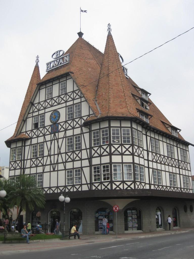 Fachwerkhäuser (nicht immer echt) in Blumenau: Sie prägen das Stadtbild