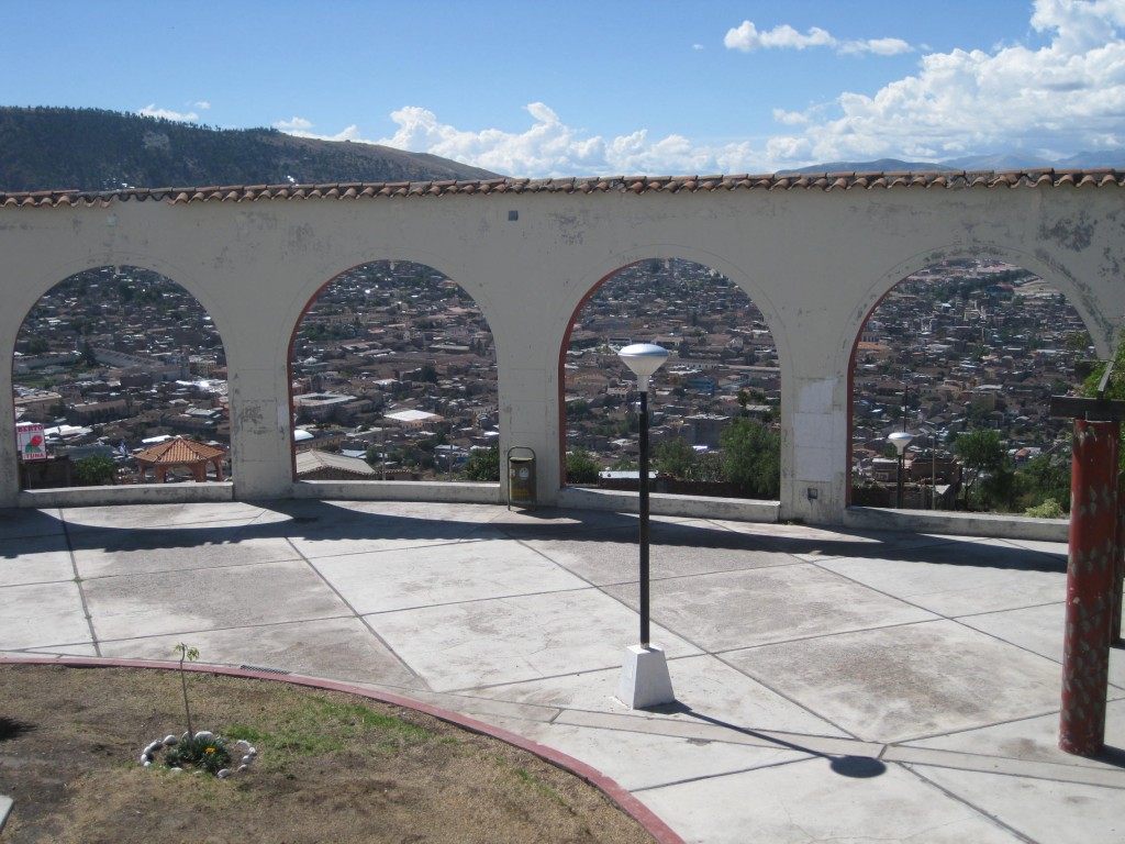 Der schöne Aussichtspunkt Mirador de Acuchimay hoch über Ayacucho...