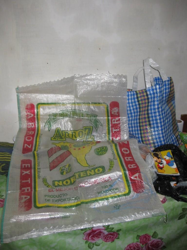 """Geheimtipp fürs Rucksack packen: Meine """"Backpacker-Handtasche"""", genannte Cocina peruana, hinten links"""