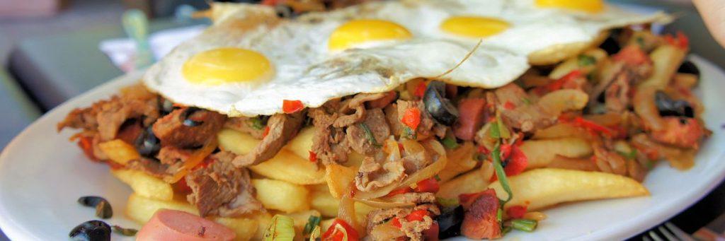 Chorillana, chilenische Spezialität. Wer sie hinter sich gebracht hat, ist ganz sicher satt. © flocblog